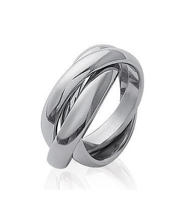 Beaux anneaux acier entrelacés